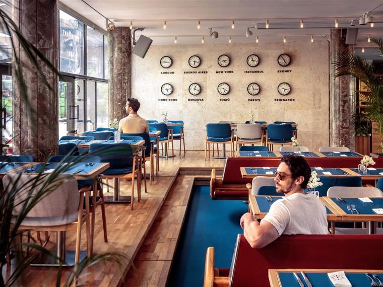 布达佩斯候车大厅内的酒吧餐厅