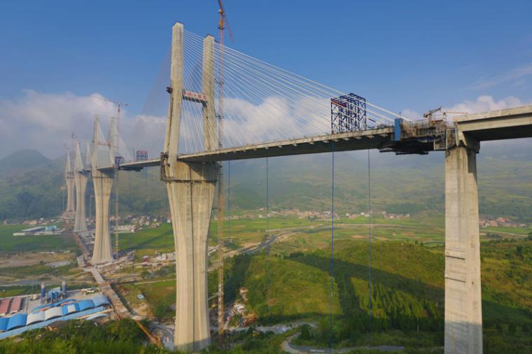 桥梁工程之斜拉桥设计概论(PPT,94页)-多塔多跨式斜拉桥