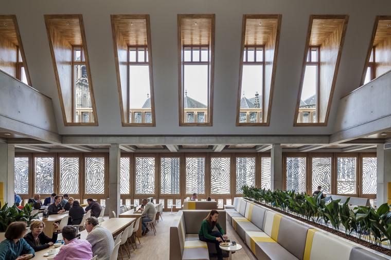 全新代芬特尔市综合体建筑内部实景图 (9)