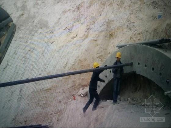 V级隧道初期支护首件总结资料下载-隧道洞身开挖、初期支护工程首件总结16页(台阶法 超前支护)