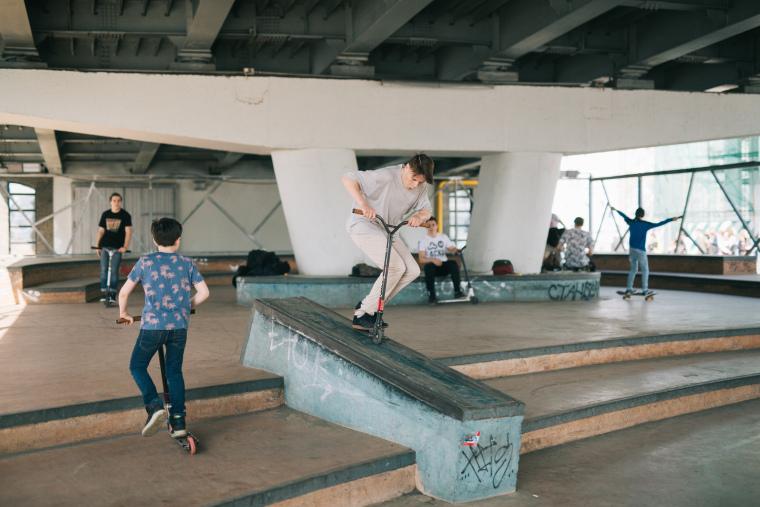 克雷姆斯基大桥的滑板公园-5