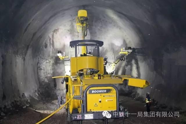"""黔张常铁路隧道施工的""""独门绝技"""""""