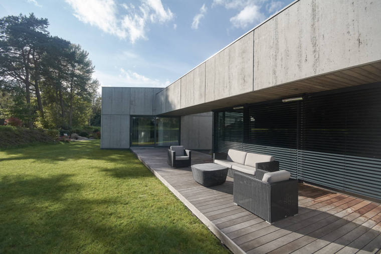 立陶宛极简主义混凝土住宅