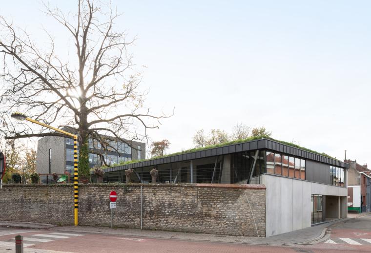比利时公园一角的学校-4