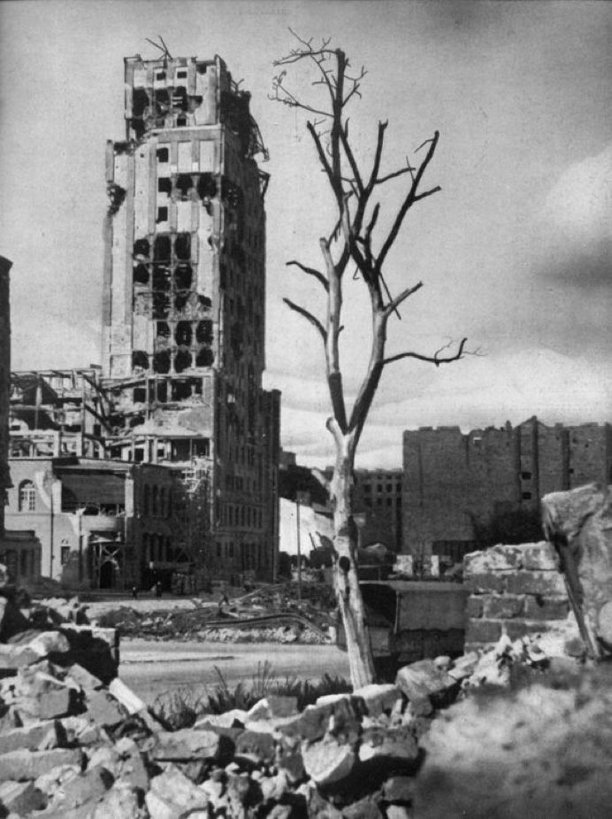 叙利亚战争后的城市建筑对比,满地废墟浓烟弥漫_23
