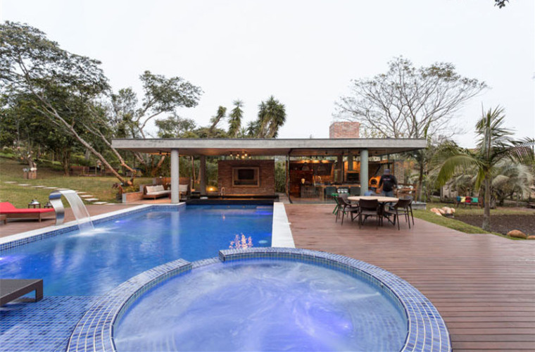 UP住宅资料下载-巴西夏季泳池住宅