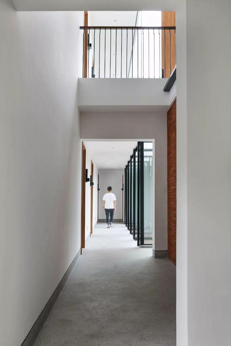 水泥厂改造成民宿,自然简约的设计就是这么美_22