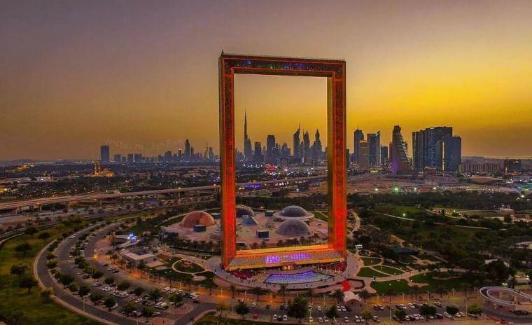2018年迪拜用3个亿造了个冲破天际的相框_4