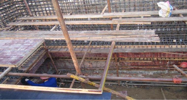 沉井模板制作及支撑
