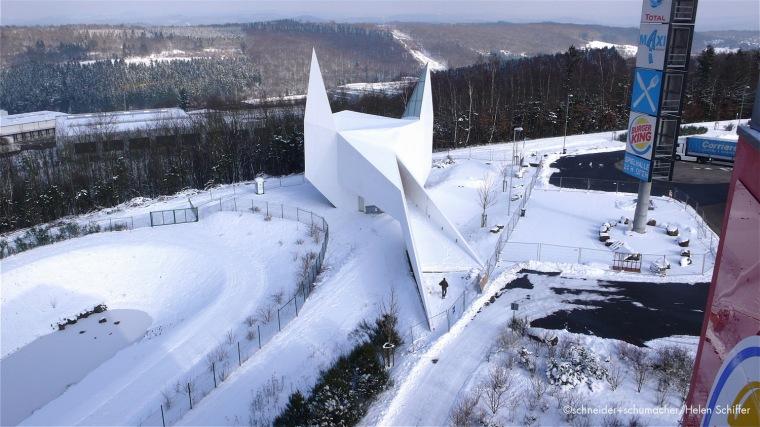 几何象形般的三维体块:西格兰白色乡村教堂/schneider+schumache