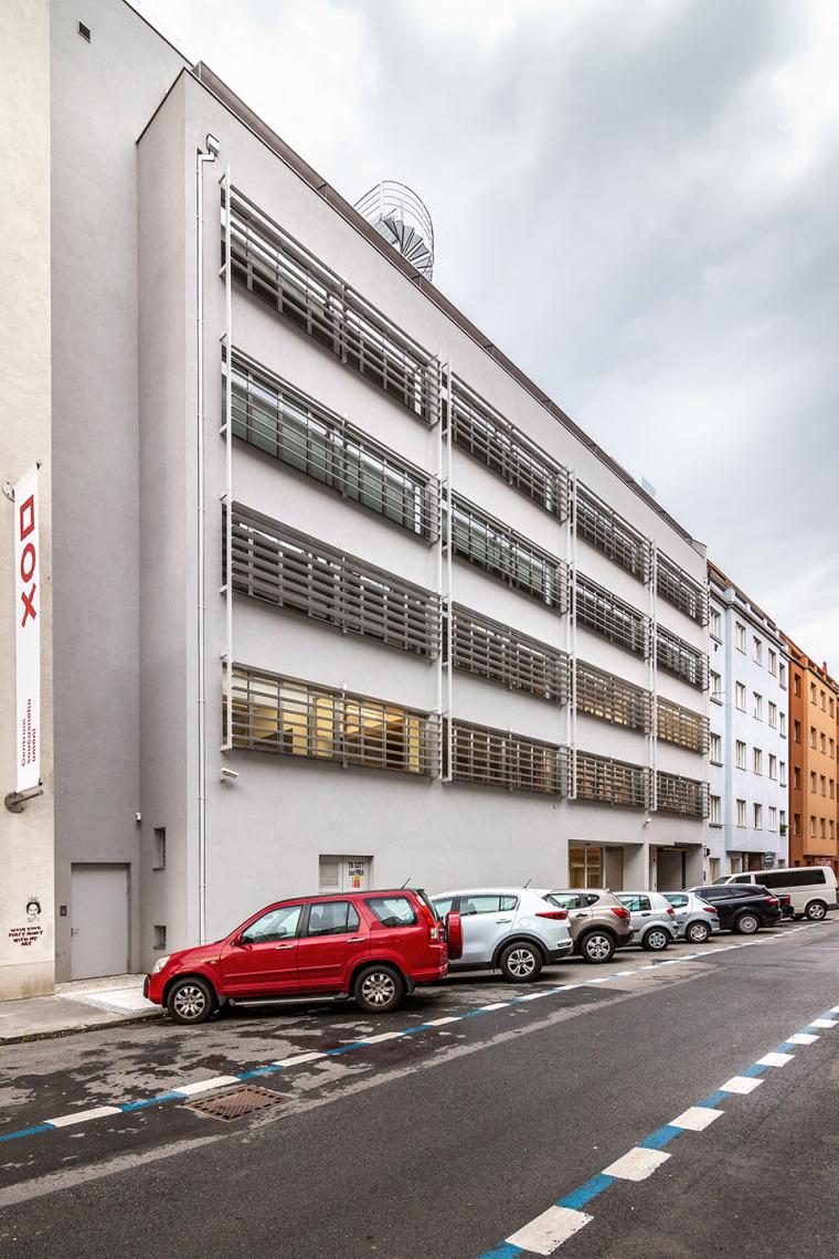 006-centre-for-contemporary-art-dox-by-petr-hajek-architekti
