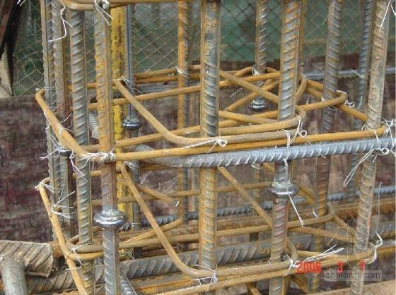 建筑工程施工现场钢筋工程实用图文详解(32页)
