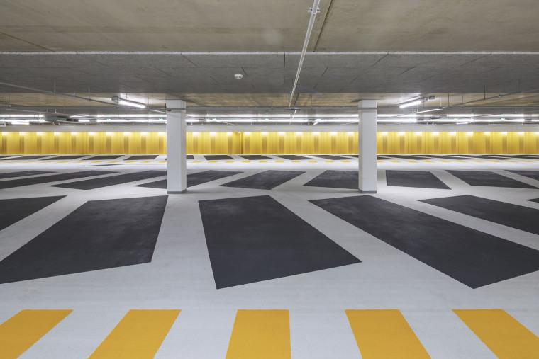 东方色彩构建的环绕停车场内部实景图 (7)