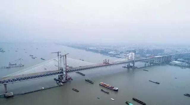 中国桥梁彰显非凡实力,公铁斜拉桥堪称世界第一