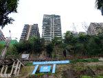 重庆居民楼建悬崖边 底部掏空引市民担忧