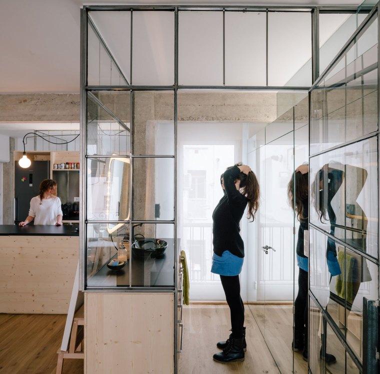 马德里:镜面,玻璃,重塑小空间的光彩_5