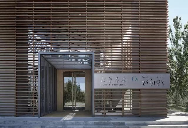 """保定首家新华书店,一个有着""""新鲜空气""""的新世界。"""