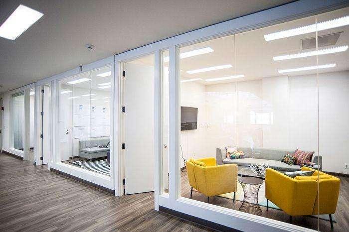 合肥办公室装修设计,赋予这个高挑的空间生命力和温暖感_3