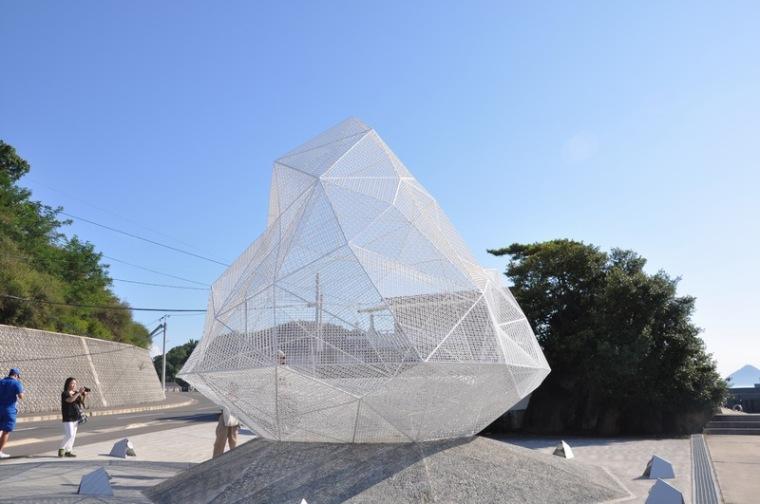 日本白色半透明的亭子