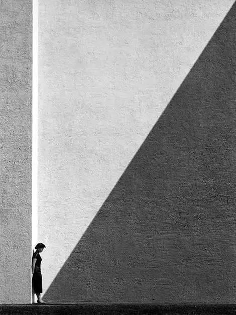 人与建筑,一首无言的诗。_2