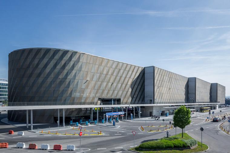 斯图加特机场公交枢纽及停车场建筑-2
