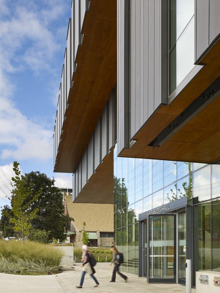 劳里埃大学拉扎里迪斯大楼外部实景图 (2)