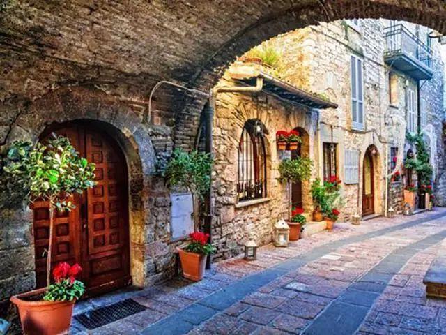 世界上最美的7个鲜花小镇子,这辈子一定要去一次!_18