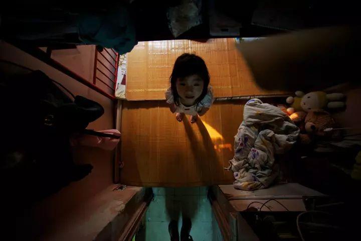 """没见过香港的""""棺材房""""都不知道我们住得多幸福_10"""