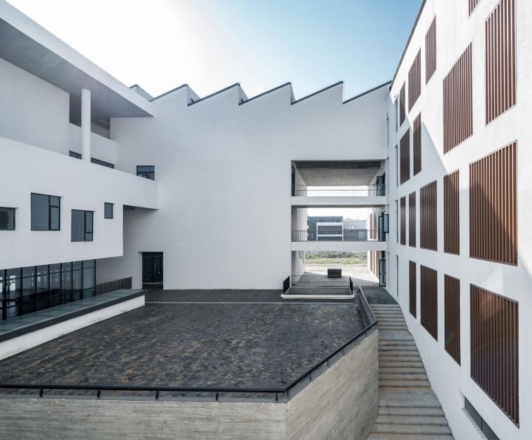 安徽大学艺术与传媒学院美术楼-4