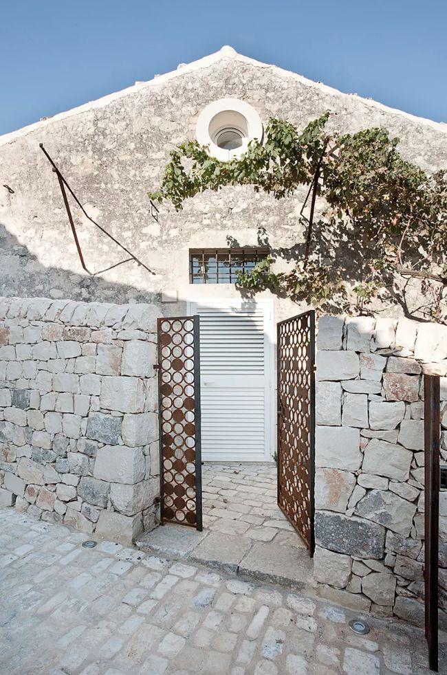 50㎡双层小石头屋,也能有宽敞空间感_3