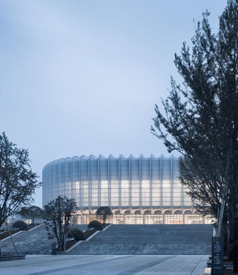 临安半透明轻盈的体育文化会展中心外部实景图 (9)