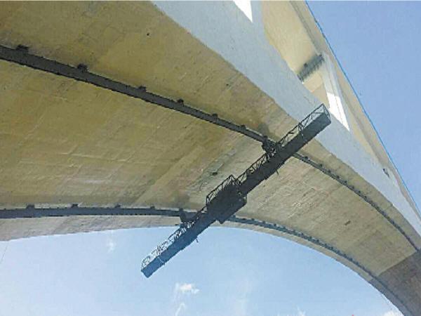 """国内首创""""新型大跨度拱桥检查车""""问世"""