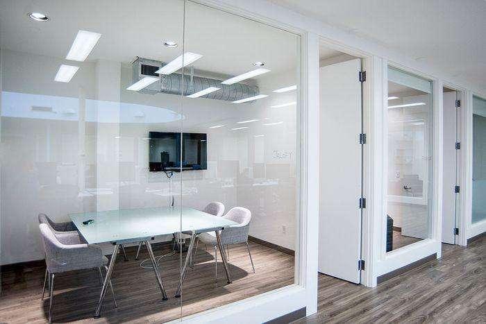 合肥办公室装修设计,赋予这个高挑的空间生命力和温暖感_7