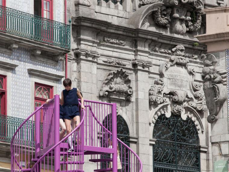 葡萄牙Tripod艺术装置_1