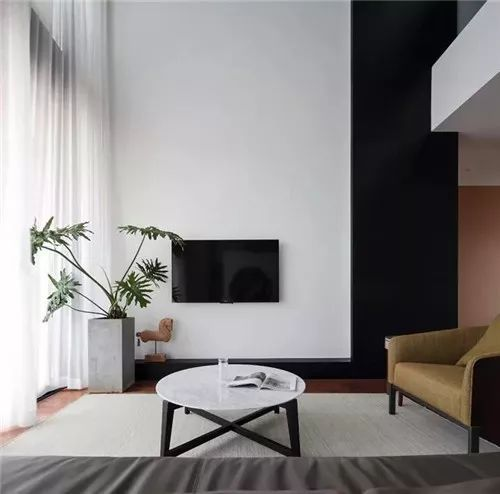 电视背景墙该怎样装才美观又实用?