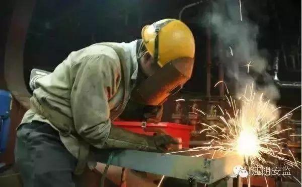 冬季电气焊作业施工注意事项