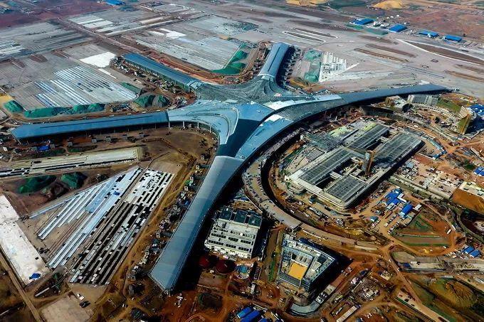 国内首个不锈钢连续焊接屋面的青岛胶东机场完工 可抗16级大风