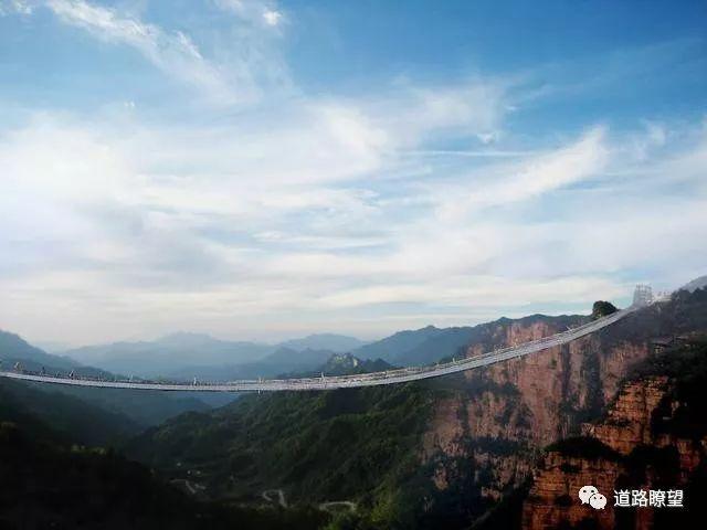 世界首座悬链桥——红旗峰玻璃桥开工建设_5