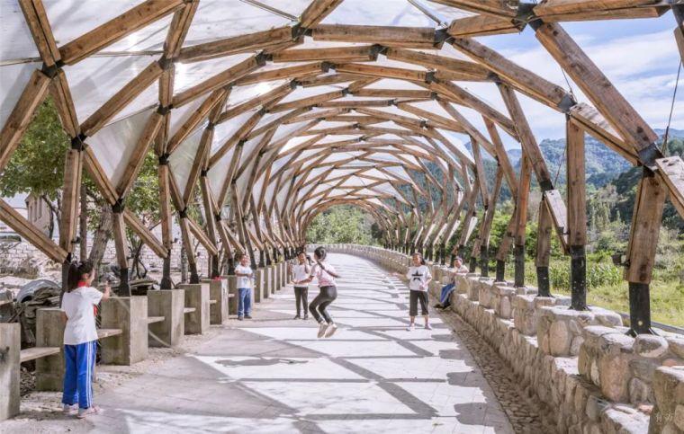 新作|山村旧房废木的再利用:骆驼湾村廊架/LUOstudio