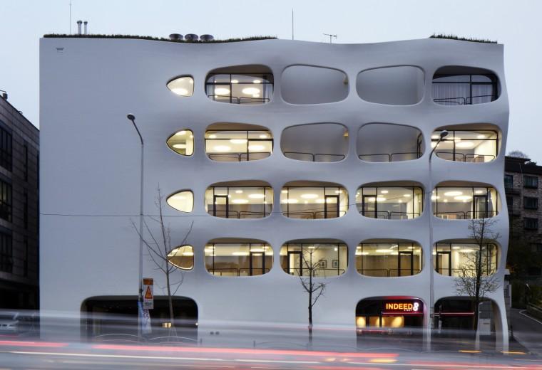 动感波浪演绎城市景观:韩国首尔办公楼