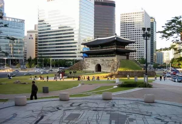 全球50个地标性建筑,认识10个就算你合格!-崇礼门(韩国•首尔).jpg