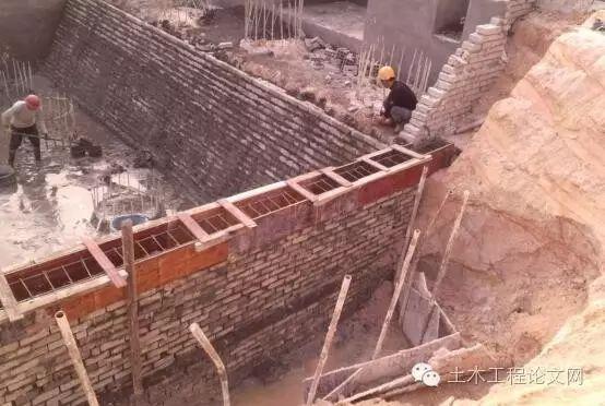 边坡支护拆除资料下载-施工现场之砖胎膜、外架搭设、边坡支护