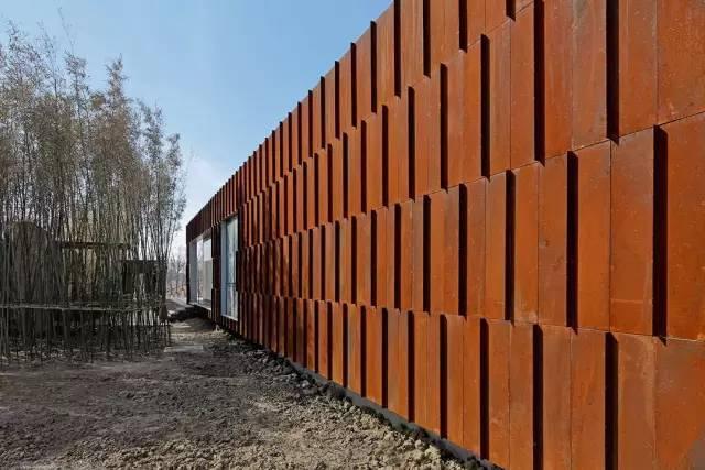 看建筑大师是如何使用锈钢板的?_24