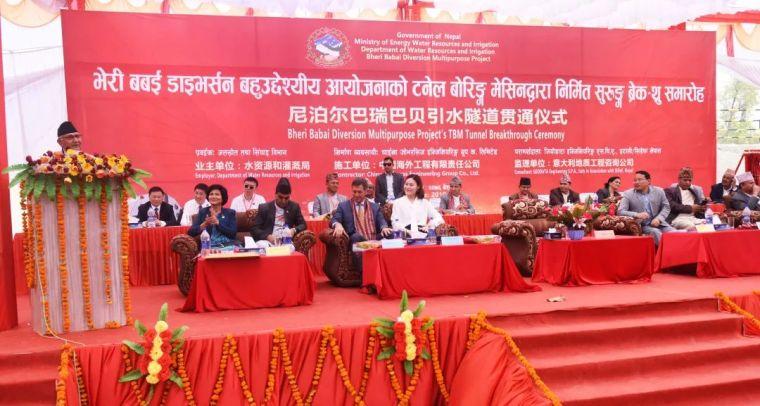 中国承建尼泊尔巴瑞巴贝引水隧道贯通