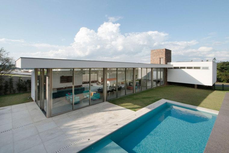 巴西两种不同本质的住宅