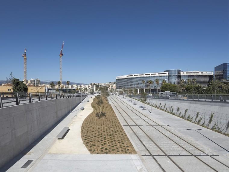 法国阿里纳斯区多式联运枢纽中轴景观