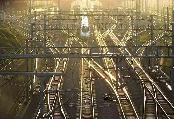 耗资4200亿造世界最长高铁,将贯通中国南北7省,2025年正式通车_4