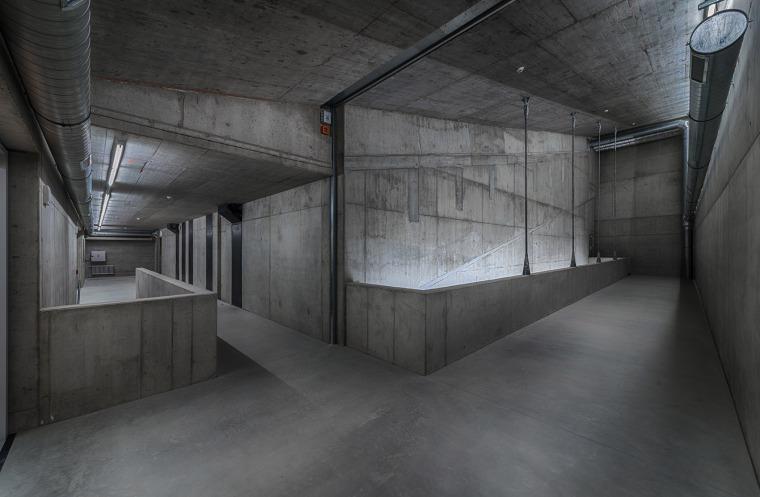 017-centre-for-contemporary-art-dox-by-petr-hajek-architekti