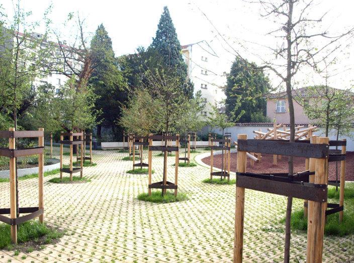 住宅区中的私人花园景观实景图
