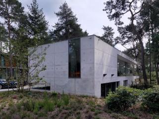 荷兰混凝土板组成的Zeist住宅